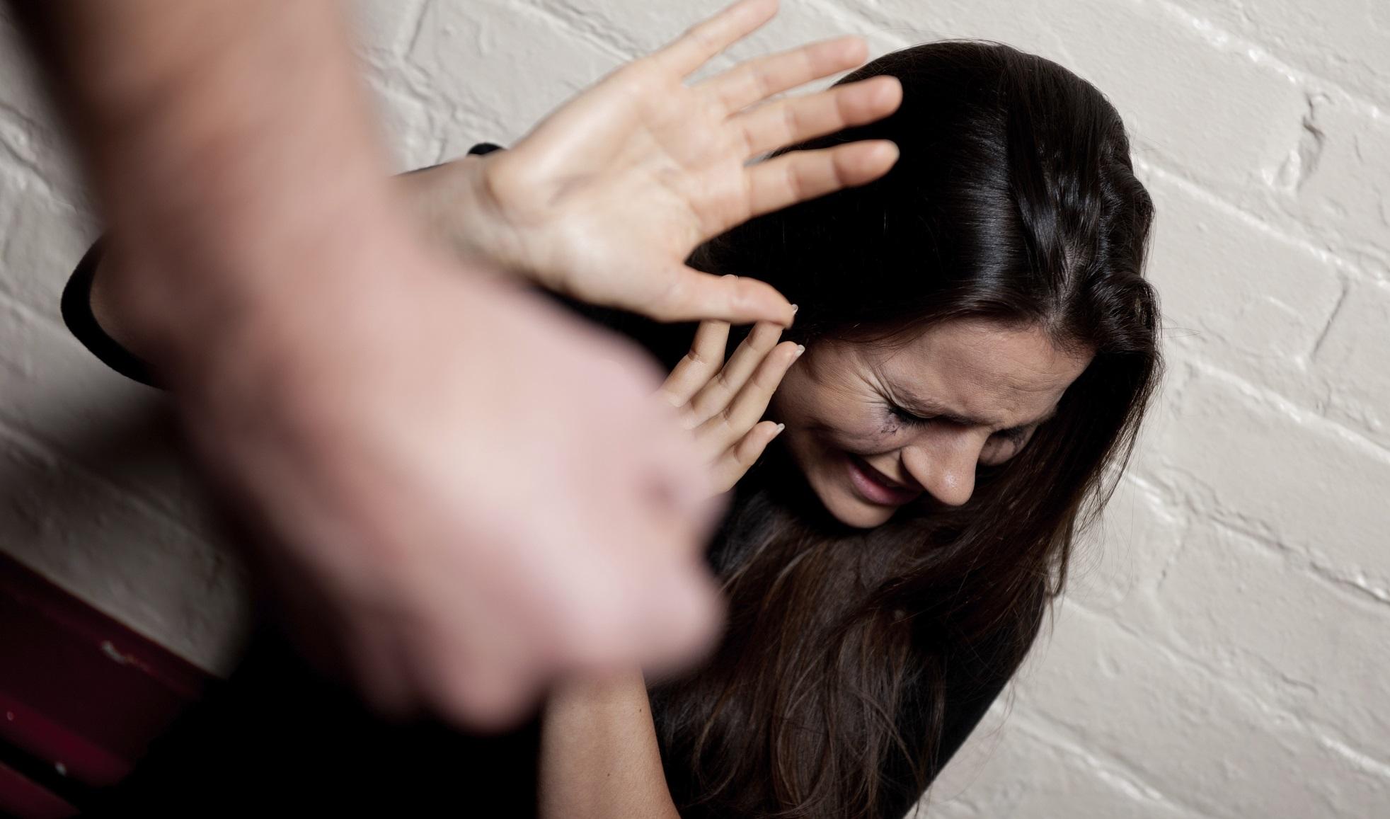 Vittima del marito, si salva chiamando il 112: arrestato un violento