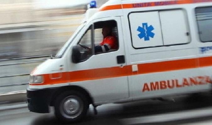 Fratte, scontro tra un'auto e uno scooter: grave un giovane