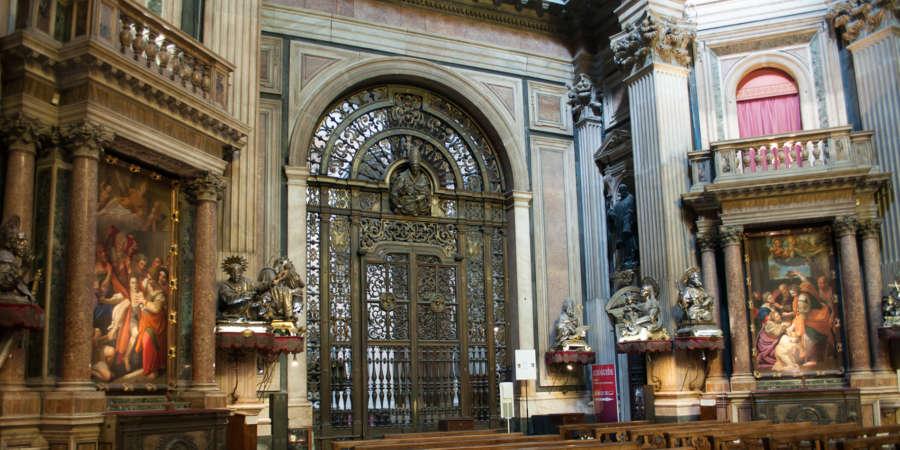 Il cancello di San Gennaro,la porta musicale di Fanzago