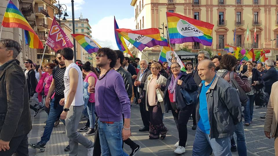 Maggio: Giornata Mondiale contro l'omofobia. L'omaggio de ilmamilio.it