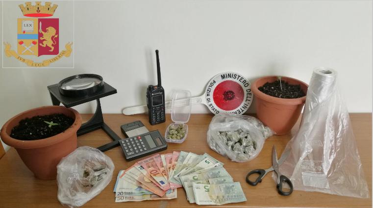 Droga per la movida napoletana, arrestato un 21enne