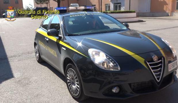 Scoperta ad Acerra la prima fabbrica di produzione di sigarette: 12 arresti