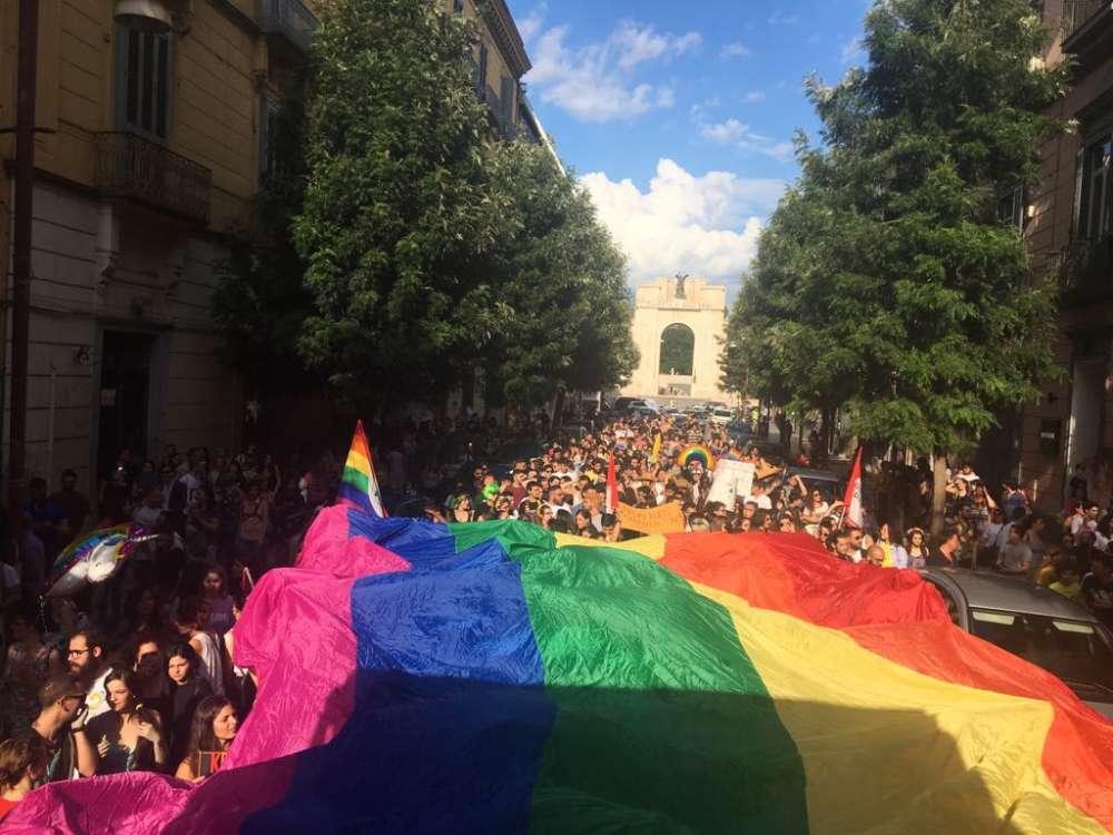 Crowdfunding per trasformare la ex villa del boss in casa per omosessuali in fuga