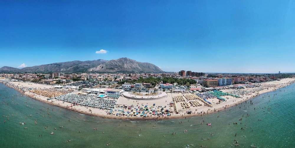 """Emergenza rifiuti: la città di mare chiede la precedenza, il sindaco: """"Nulla di fatto"""""""