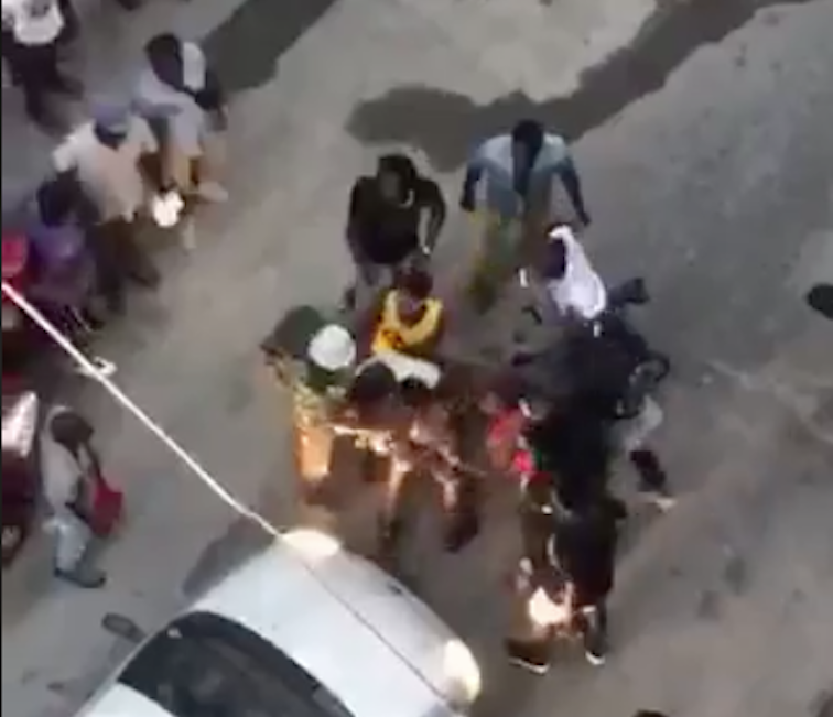 Polveriera Vasto, inseguimento e scazzottata tra africani in mezzo al traffico