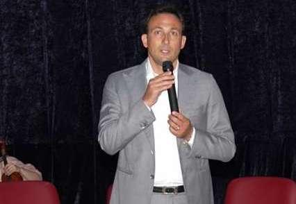 Si dimette maggioranza dei consiglieri, a casa sindaco di Teverola