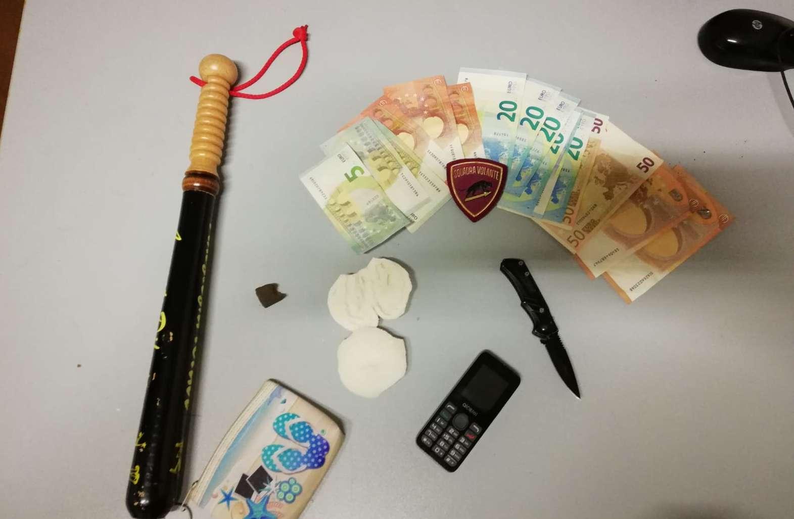 Salerno, denunciati due giovani trovati in possesso di hashish