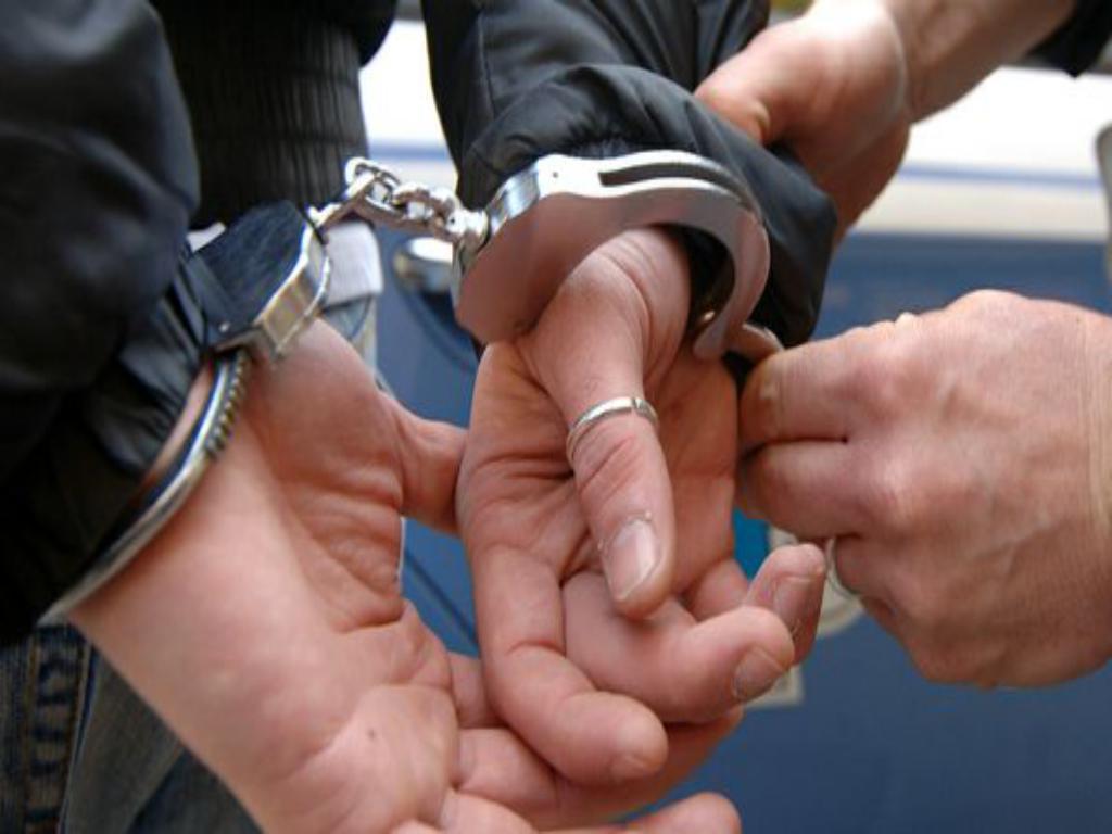 Estorsioni ai negozianti di Bagnoli, arrestato boss dei D'Ausilio