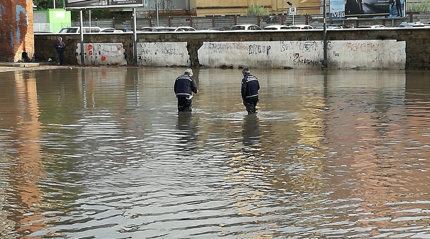 Maltempo, Avellino disagi e danni in città: Piazza Kennedy allagata