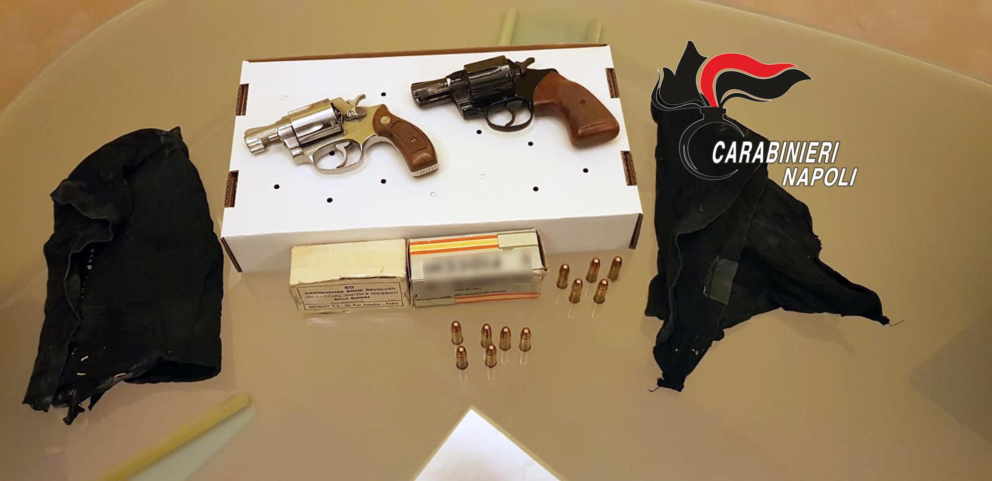 Due pistole nascoste nella plafoniera: un arresto all'Arenella