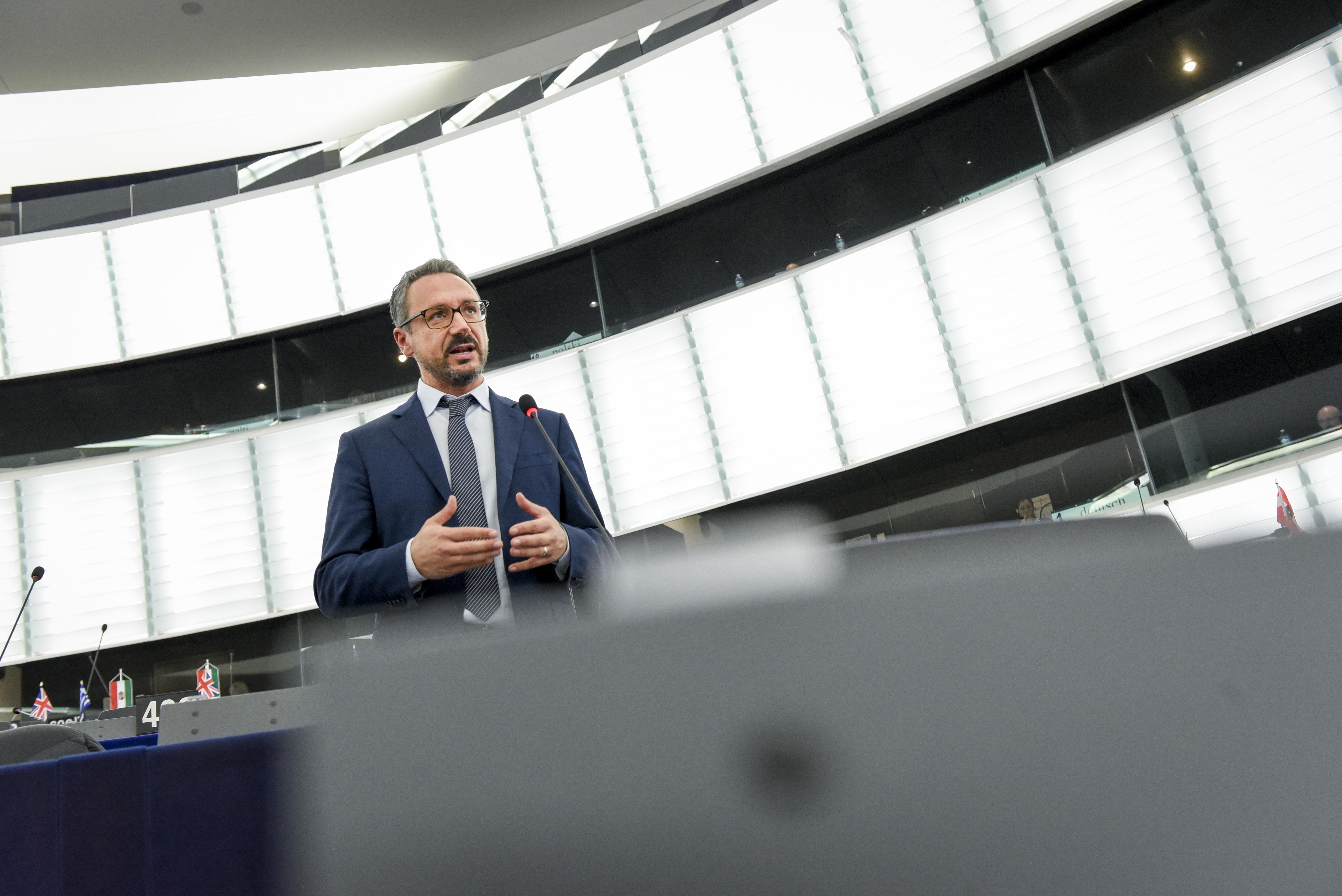 Acqua contaminata a Benevento, Pedicini interroga l'Unione Europea