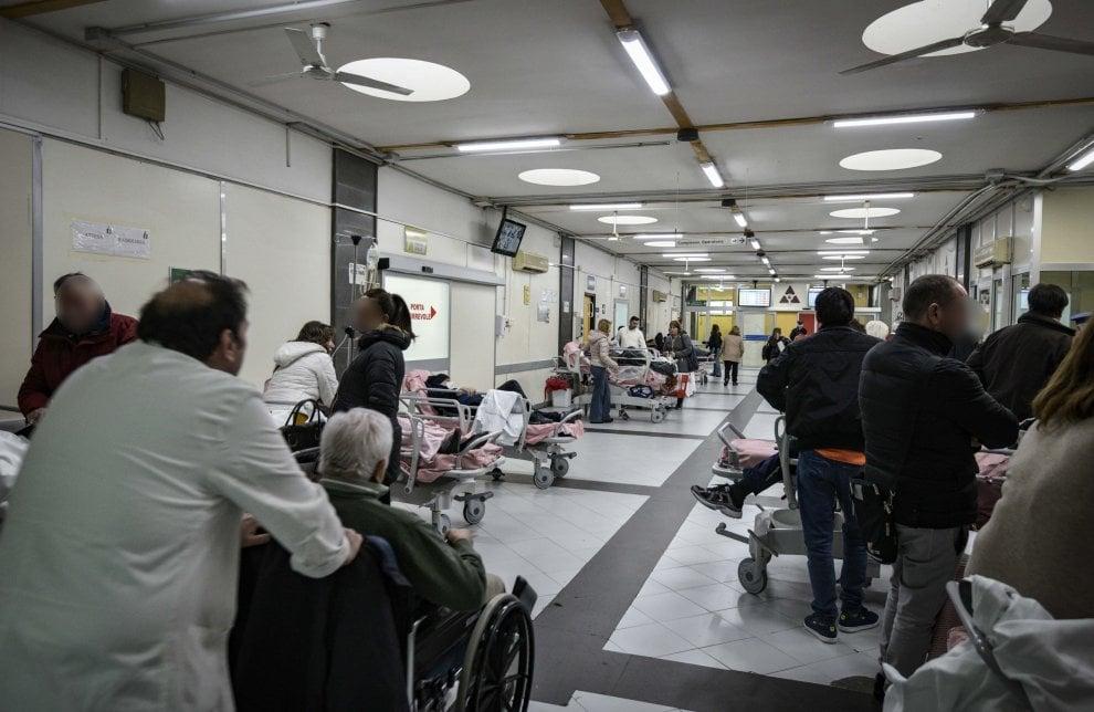 Barelle finite, il grido del 118: «Ambulanze e ospedali al collasso, chiamate solo per emergenze»