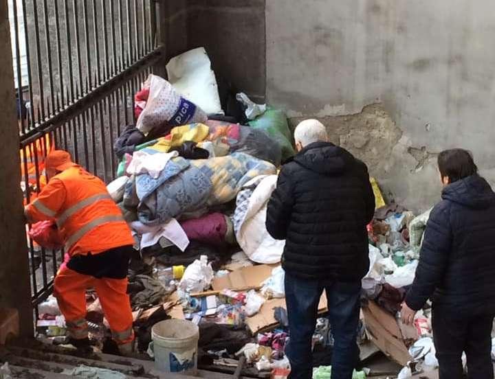 Bomba ecologica nella chiesa di via Costantinopoli, scatta il blitz dei volontari