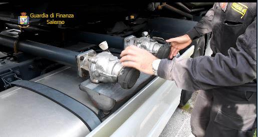 Contrabbando di olio lubrificante: sequestrati oltre 9.000 litri nel salernitano