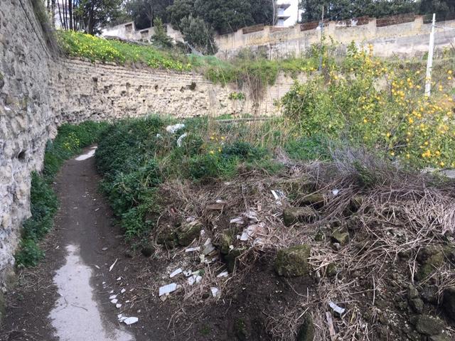 Napoli, via del Marzano: strada interrotta da anni e cittadini stanchi