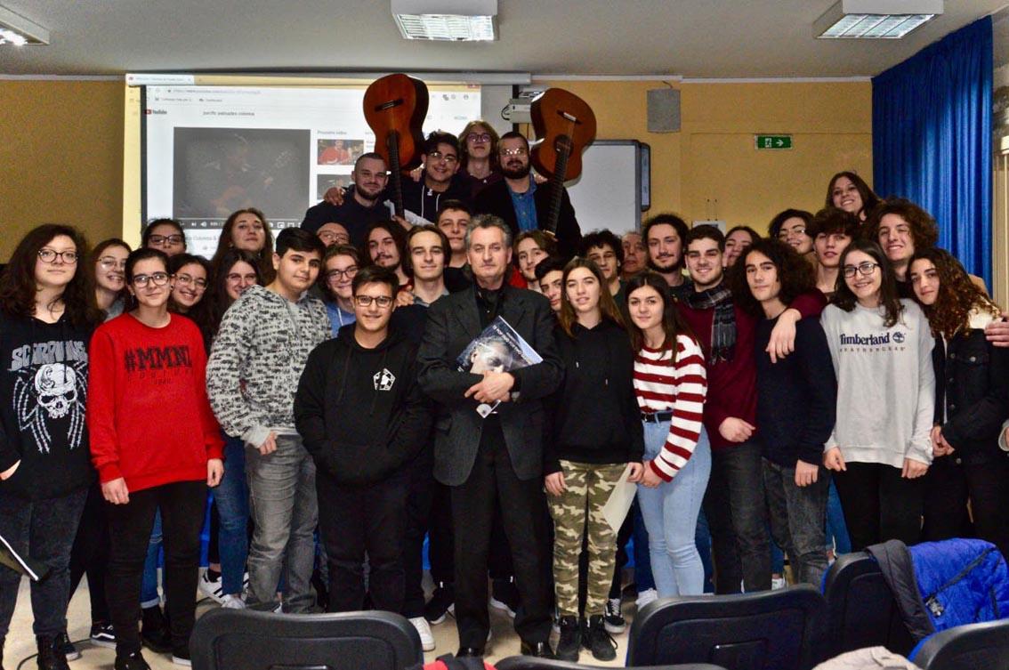 """Workshop di chitarra al Liceo """"Guacci"""": incontro col maestro Colonna"""