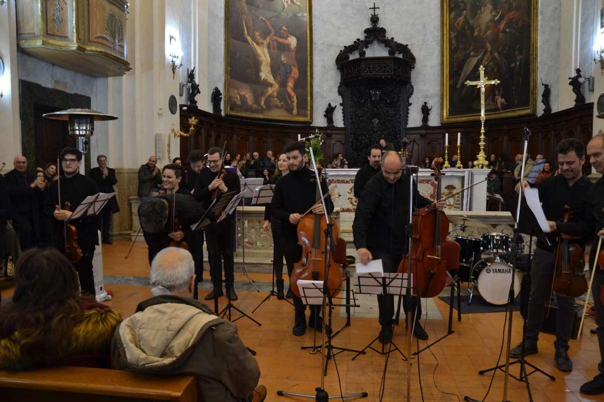 """""""Queen-Beatles. L'altro volto della musica"""", il rock trionfa nella Basilica di San Bartolomeo"""