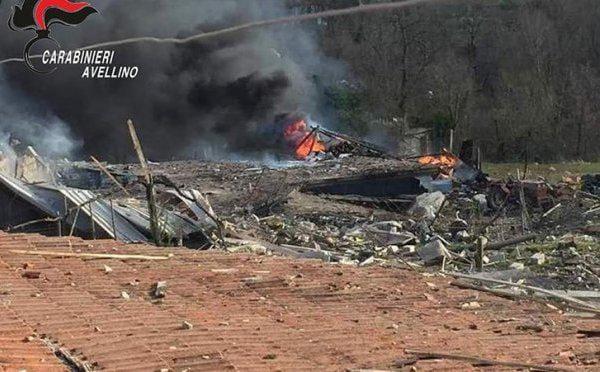 Esplosione in un deposito di fuochi d'artificio: una vittima