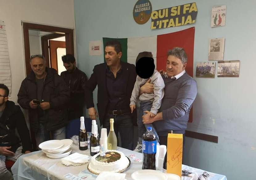 Torta fascista per il compleanno, bufera sul consigliere comunale Nonno