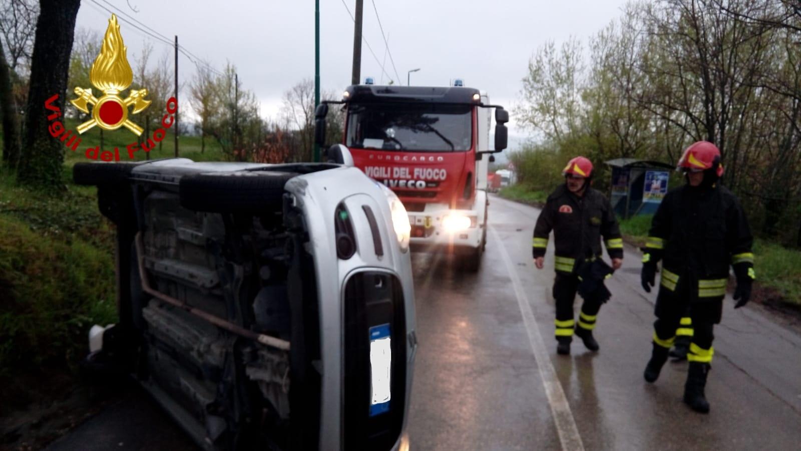Si ribalta con l'autovettura, dramma sfiorato nei pressi di Parolise