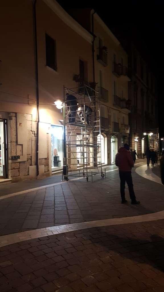 Benevento, prove generali del Natale: l'albero illumina piaz