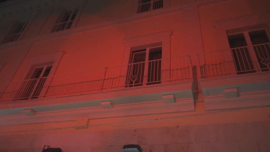 L'accensione dell'albero salva il Natale a Benevento |  un flop le luci in 3D VIDEO
