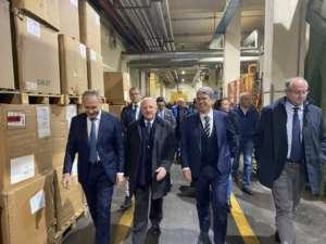 """Tabacco, il Governatore visita l'eccellenza """"Toscano"""" a Cava"""