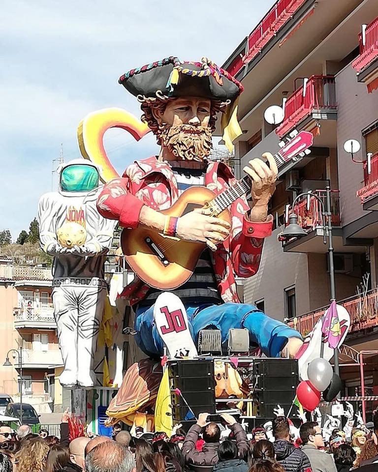 Carnevale di Maiori, Jovanotti ringrazia per il carro allego