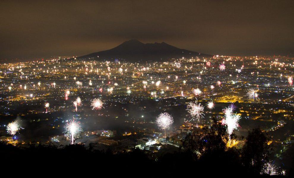 Napoli Fuochi D Artificio In Piena Notte La Denuncia Dei Cittadini Video