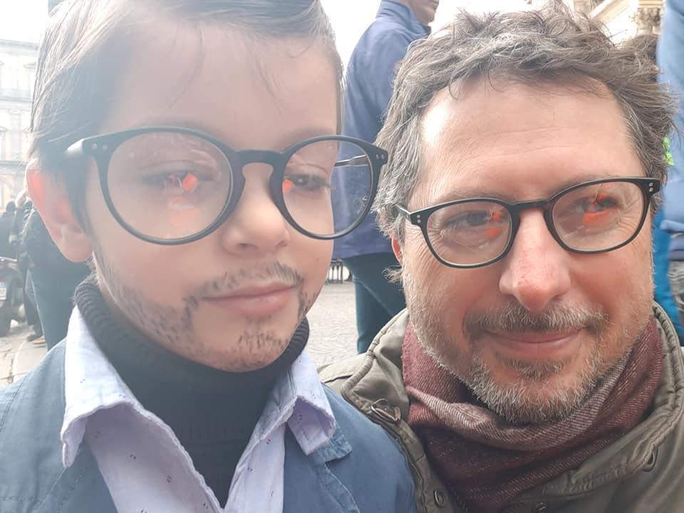 Bimbo vestito da Borrelli a Carnevale: il consigliere lo inc