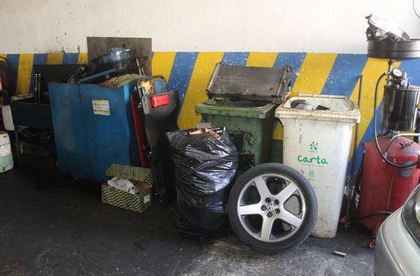 Gestione illecita dei rifiuti: sequestrata officina nel sale