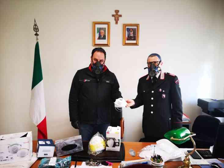 """""""Guanti e mascherine per chi è più a rischio"""": carabinieri e"""