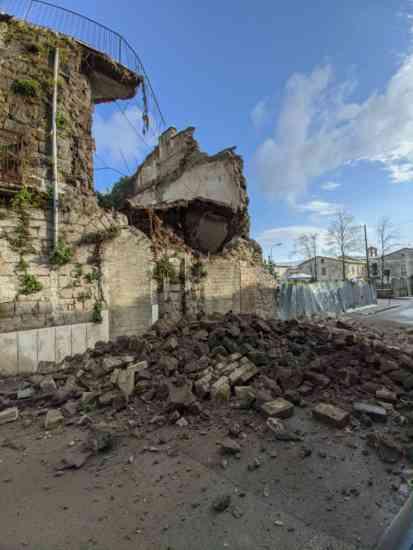 San Giorgio del Sannio, crolla parte di una palazzina (FOTO)