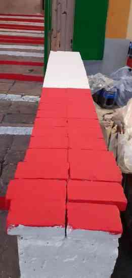 Una scalinata dell'800 imbrattata con i colori della Turris: