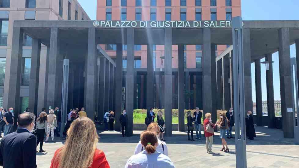 Giustizia, anche gli avvocati salernitani consegnano codici