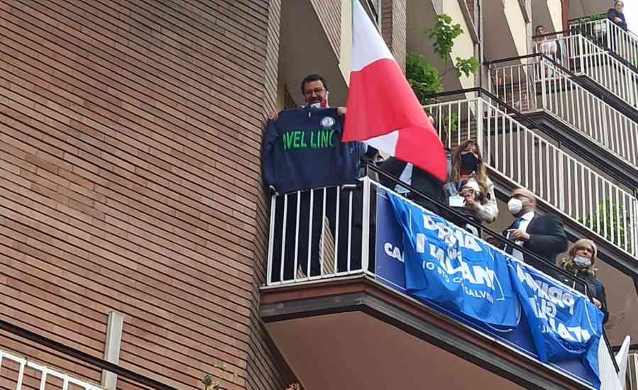 """Salvini ad Avellino: """"E' finito il tempo di De Luca, Mastell"""