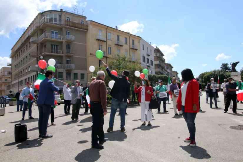 Benevento, centrodestra in piazza contro il Governo