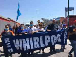 Whirpool, operai in protesta nelle strade di Napoli (FOTO E