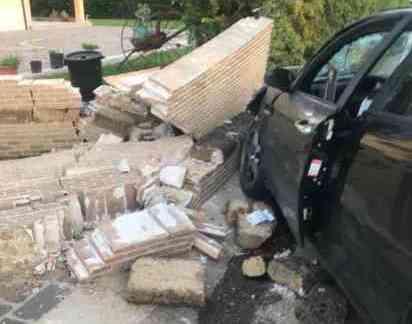 Auto contro moto: perde la vita un 75enne, grave la moglie