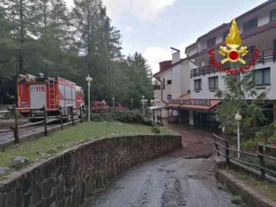 FOTO  Irpinia sotto la sferza del maltempo |  Vigili del Fuoco in azione tra Lioni e Montella