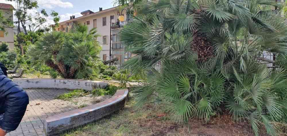 Salerno, sopralluogo del sindaco nelle aree colpite dal tornado (FOTO)