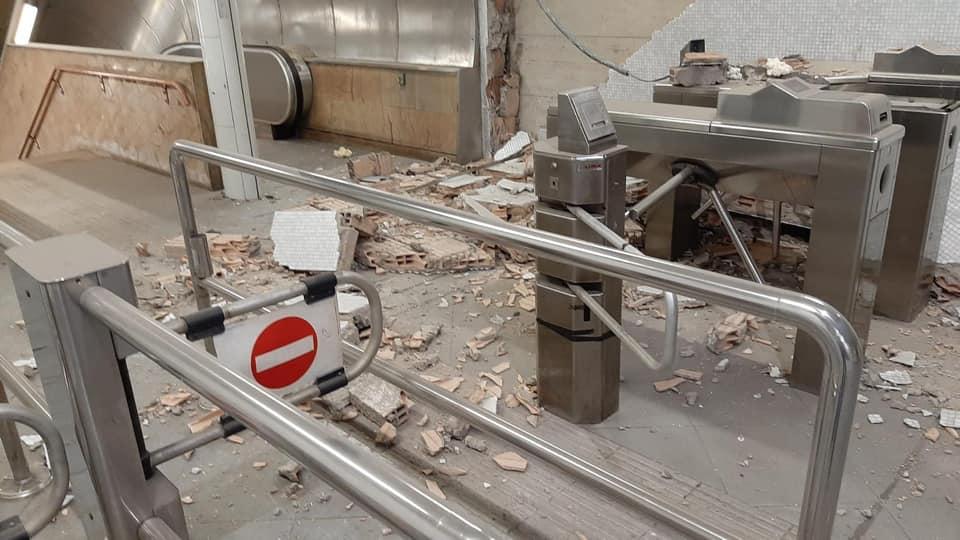 Metro Linea 1, il maltempo fa danni: a Salvator Rosa crollano le pareti (FOTO)