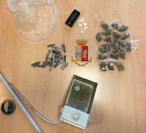 Droga in una cassettiera della luce: maxi sequestro