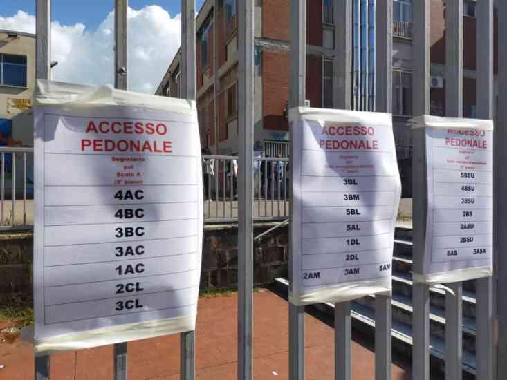Cancelli chiusi per Covid all'Istituto Nautico di Salerno (FOTO)
