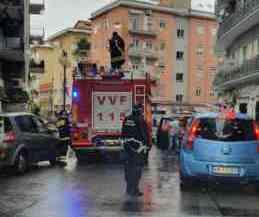 Maltempo: cade intonaco a Torrione, allagamenti in varie zone di Salerno (VIDEO)