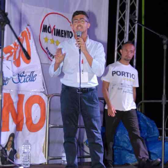 A Portici il M5s invita alla manifestazione contro il governo M5s: siamo alle comiche