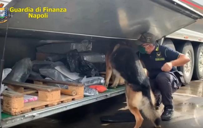 Mega Sequestro Di Hashish Al Porto Di Napoli Due Arresti