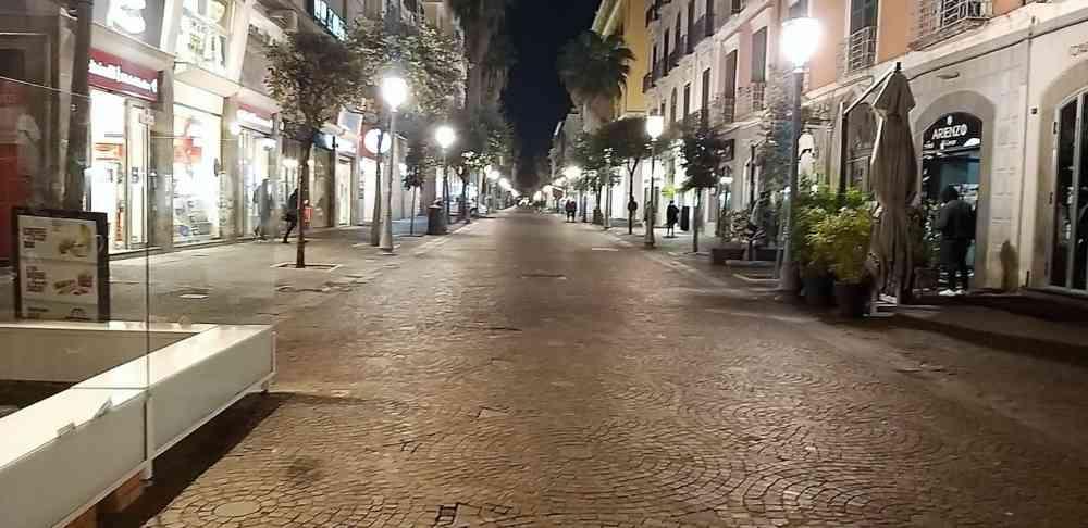 Salerno risponde a De Luca |  altro che rosé |  qui è zona rossa totale FOTO