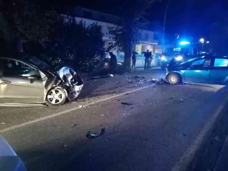 San Giorgio del Sannio, incidente frontale tra due auto: in due finiscono in ospedale (Foto)