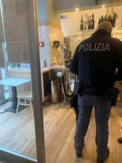 Ladri nella pizzeria di Sorbillo a Milano: le immagini del raid